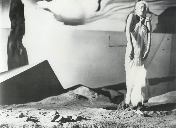 an analysis of the film spellbound Rozsa ultimately won an oscar for his score, though spellbound pigeon-holed the composer as an expert on psychological films, before the hard crime sub-genre returning for another commentary track is marian keane, who provides another theoretical analysis of a hitchcock film.